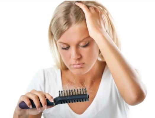 Estas son 5 causas que provocan la caída del cabello en las mujeres