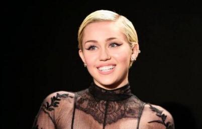 """Miley Cyrus anuncia su nuevo disco """"Plastic Hearts"""" para el 27 de noviembre"""