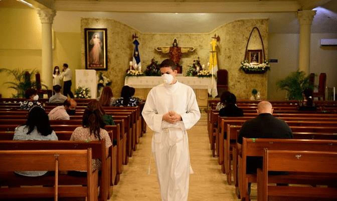 Luis Abinader dispone reapertura de las iglesias