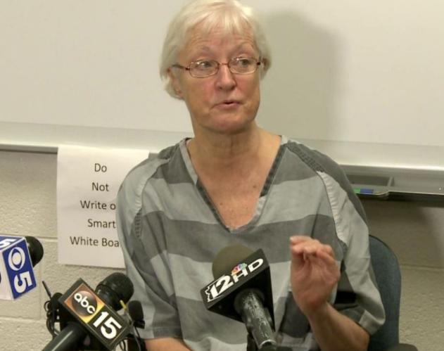 La mujer de 69 años logró engañar a las autoridades y viajar en avión gratis durante 20 años