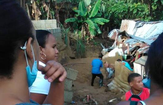 Una niña de siete años muere aplastada por una pared en Los Alcarrizos