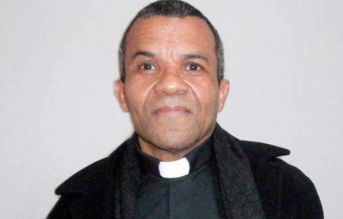 Un sacerdote dominicano en El Bronx aboga por legalización de haitianos en RD