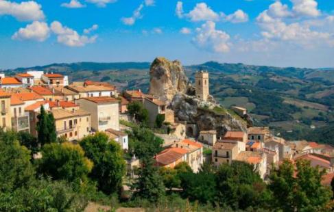 Pueblo italiano ofrece una suma importante para quienes deseen mudarse